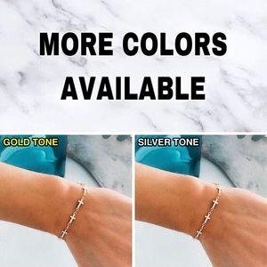 Jewelry - ⚜️[𝟯/$𝟮𝟴]⚜️Gold Christian Cross Bracelet NWT
